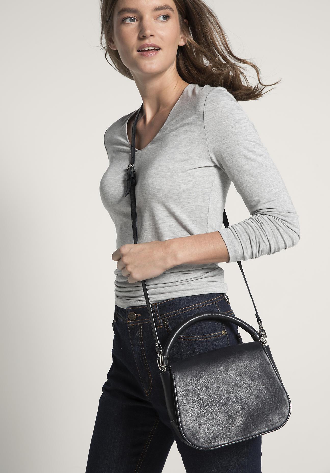 hessnatur Damen Tasche aus Leder – blau – Größe...