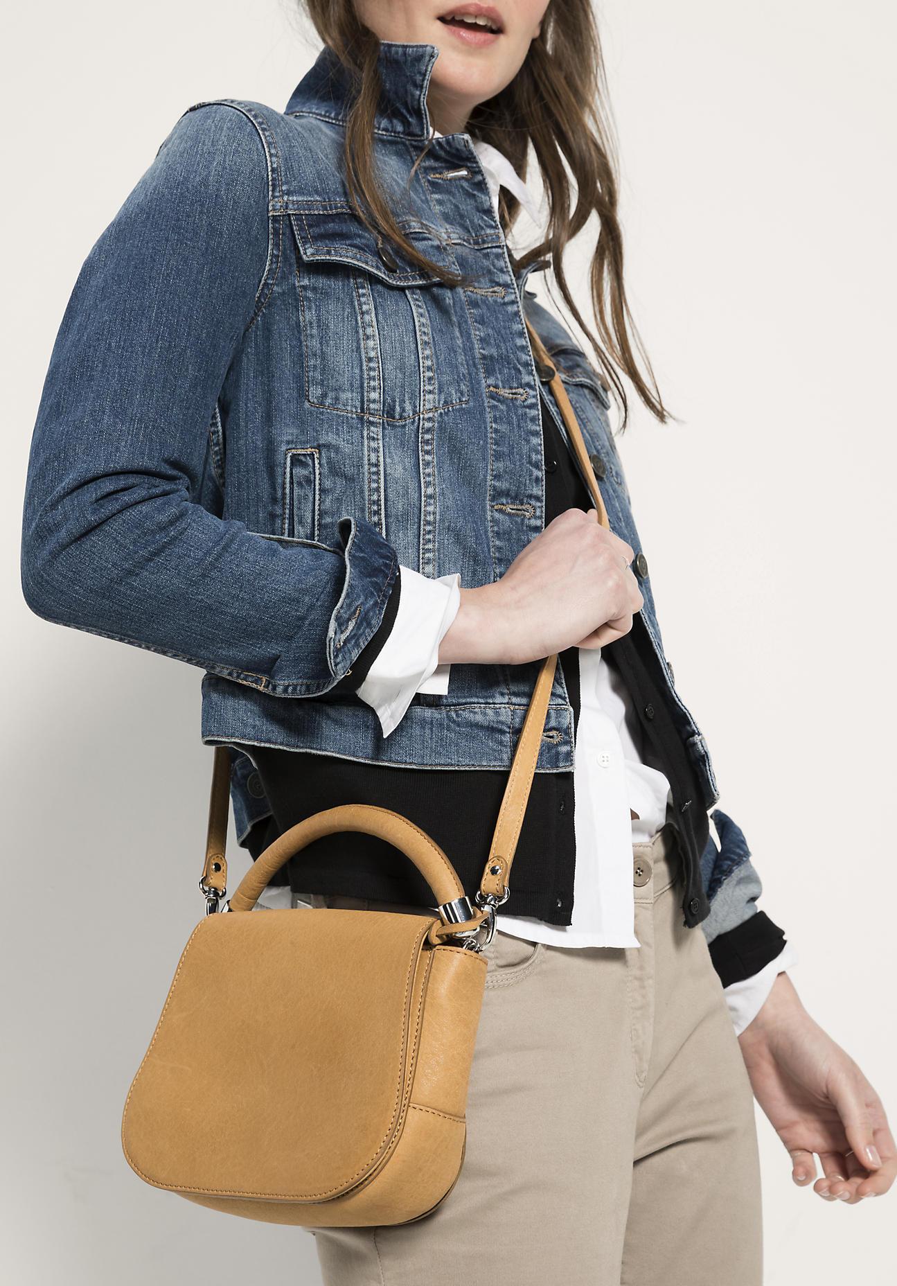 hessnatur Damen Tasche aus Leder – gelb – Größe...