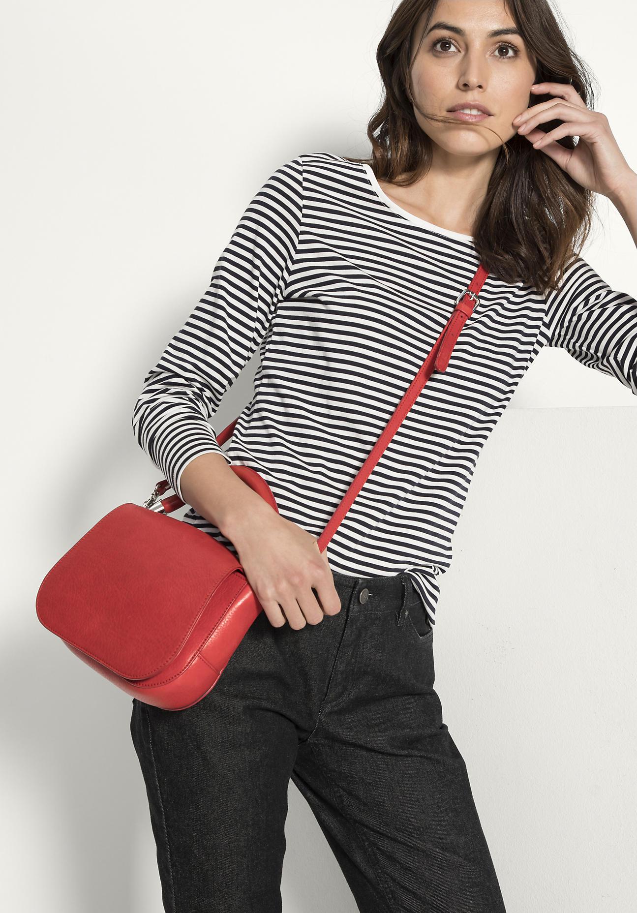 hessnatur Damen Tasche aus Leder – rot – Größe ...