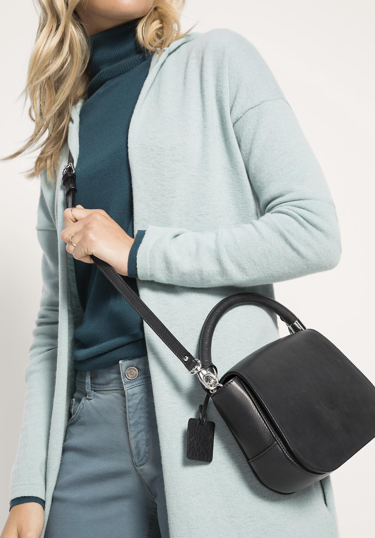 hessnatur Damen Tasche aus Leder – schwarz – Gr...