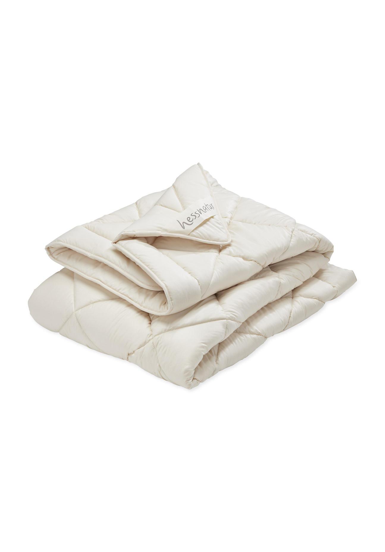 hessnatur Ganzjahres-Bettdecke mit reiner Bio-Schurwolle – farblos – Größe 135x200 cm 2150g