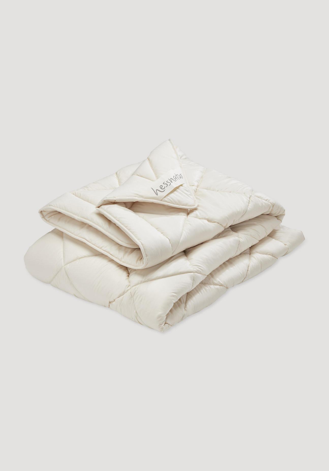 hessnatur Ganzjahres-Bettdecke mit reiner Bio-Schurwolle – naturfarben – Größe 135x200 cm 2150g