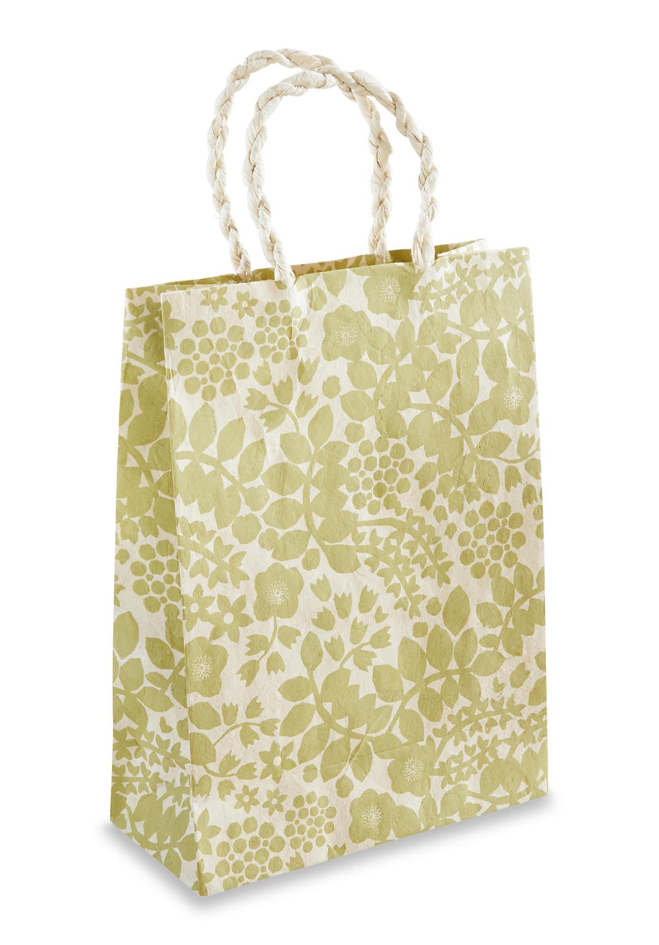 hessnatur Geschenktüte Leila aus handgeschöpftem Papier – grün – Größe 30x22 cm