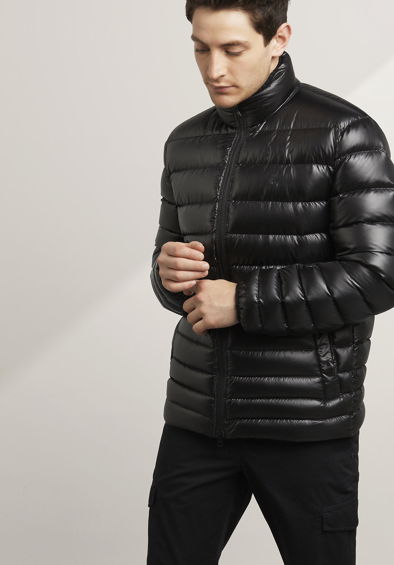 hessnatur Herren Daunenjacke mit Recycled Polyester - schwarz Größe 52