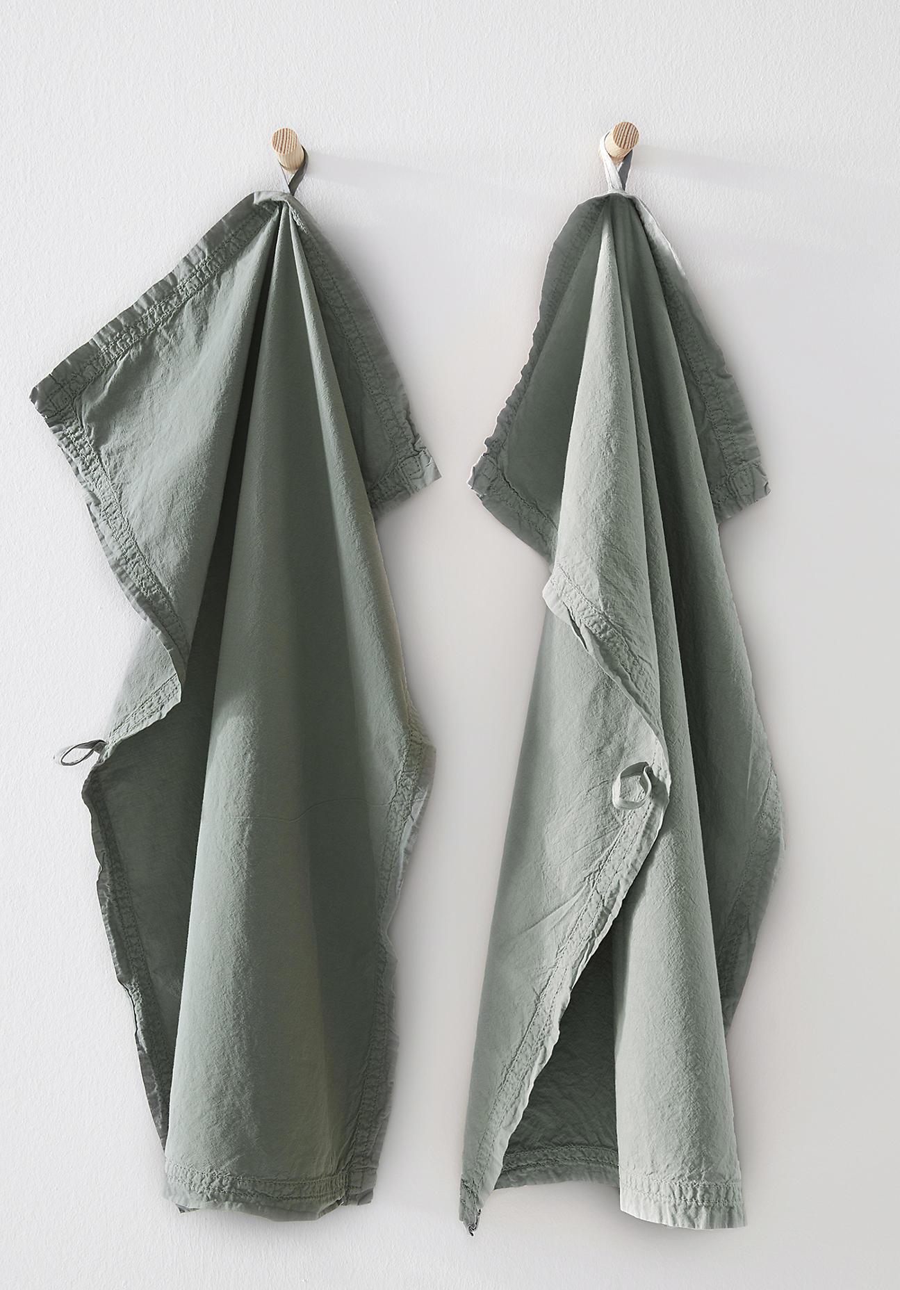 hessnatur Perkal-Geschirrtuch aus Bio-Baumwolle im 2er Set – grün – Größe 70x50 cm