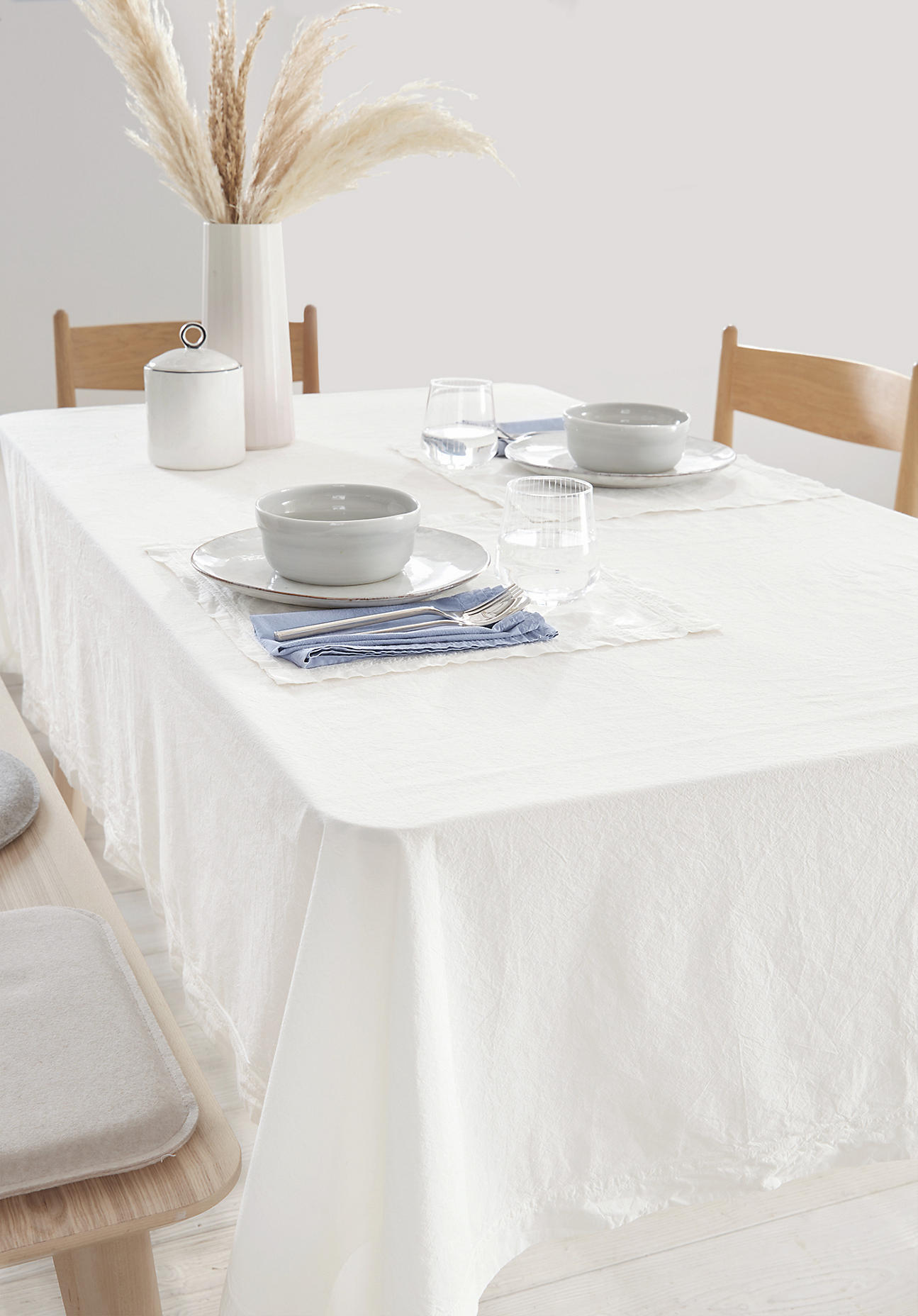 hessnatur Perkal-Tischtuch aus Bio-Baumwolle – weiß – Größe 145x200 cm