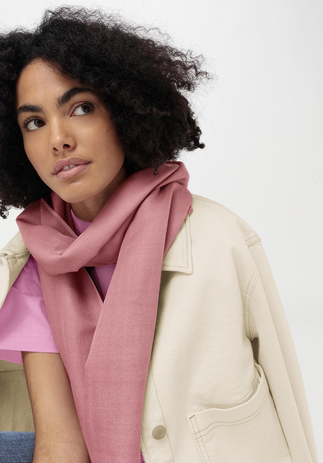 hessnatur Damen Schal aus Schurwolle mit Seide ...