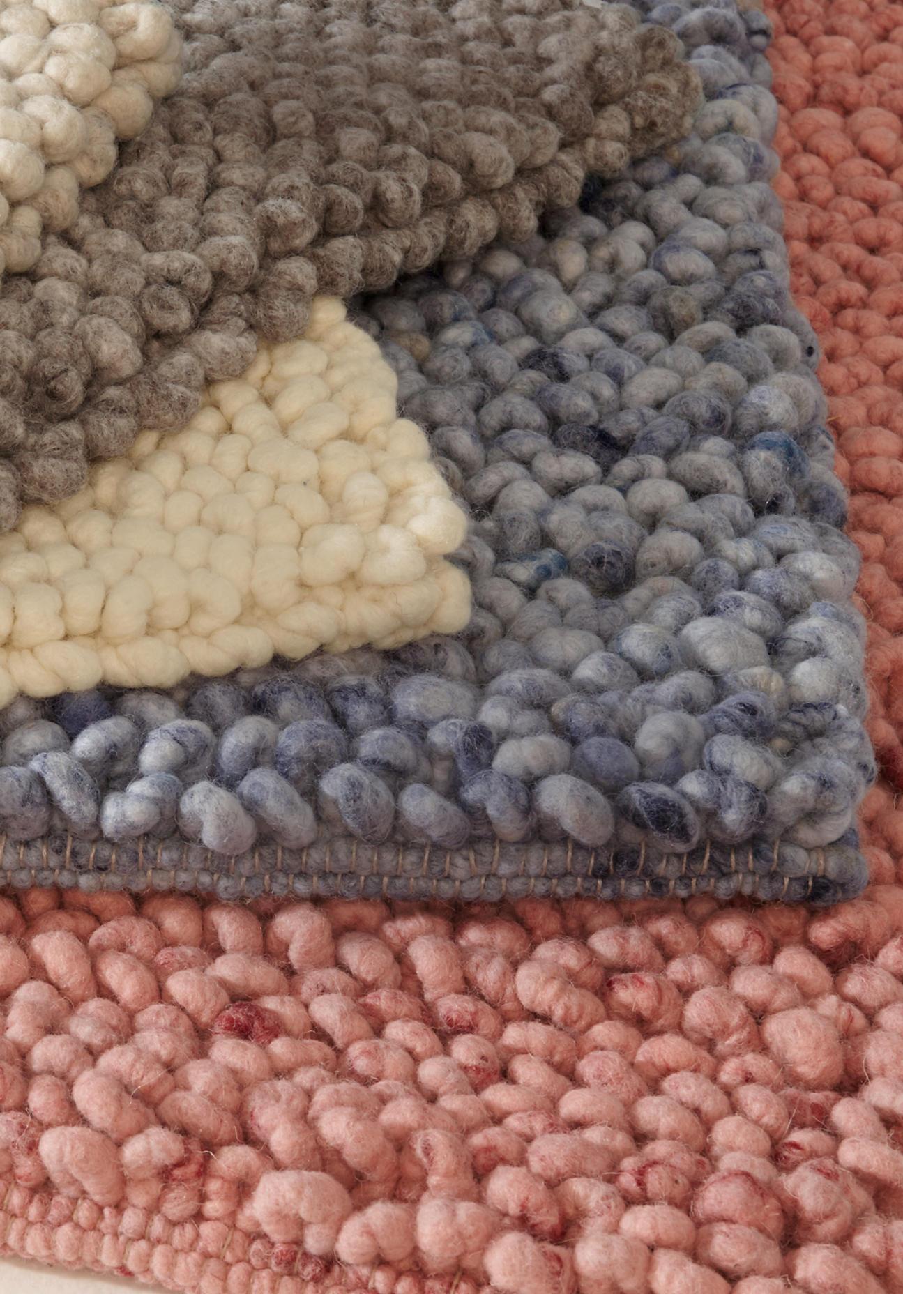 hessnatur Schlingenteppich Rhönschaf aus Schurwolle – blau – Größe 70x140 cm