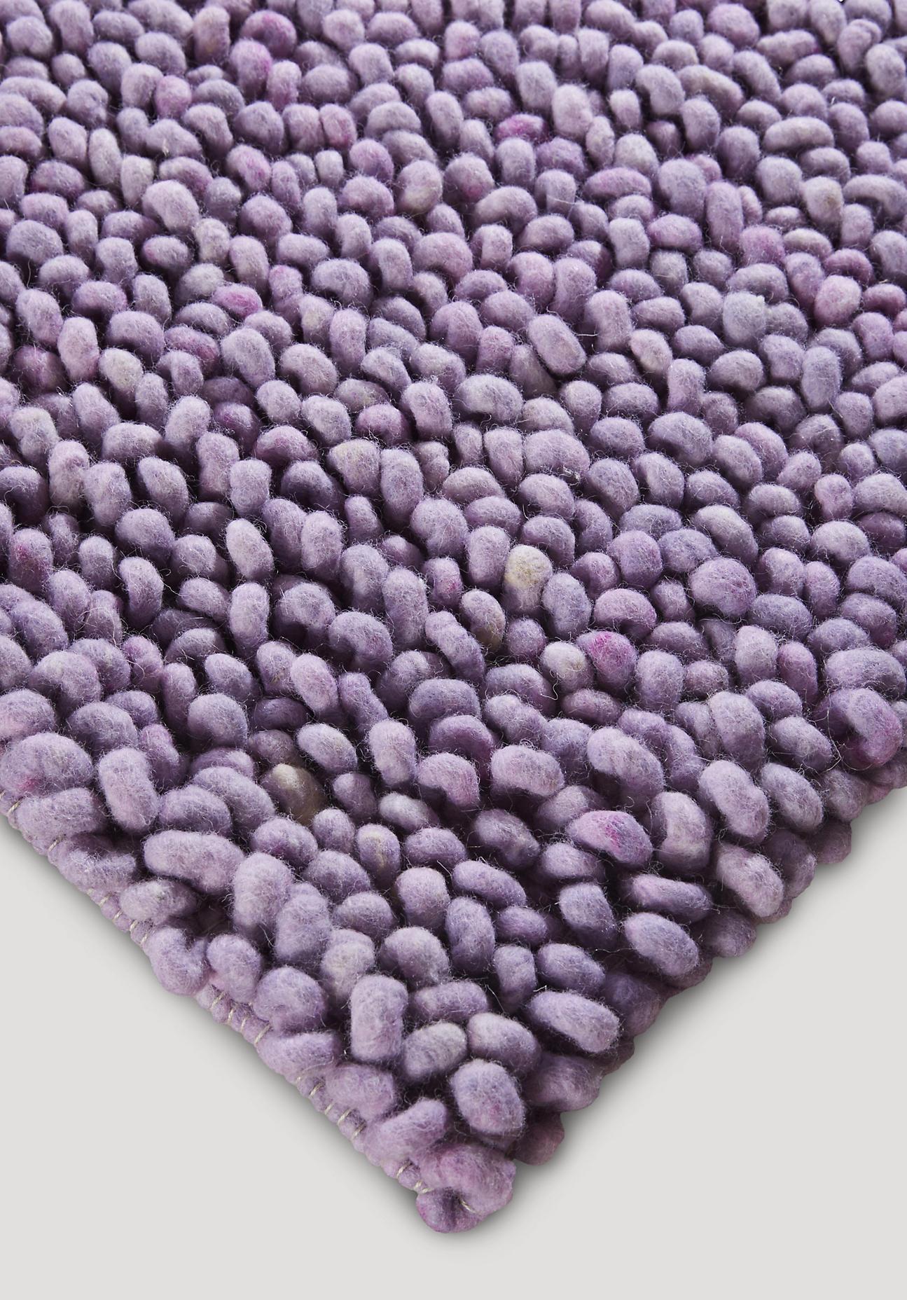 hessnatur Schlingenteppich Rhönschaf aus Schurwolle – lila – Größe 70x140 cm