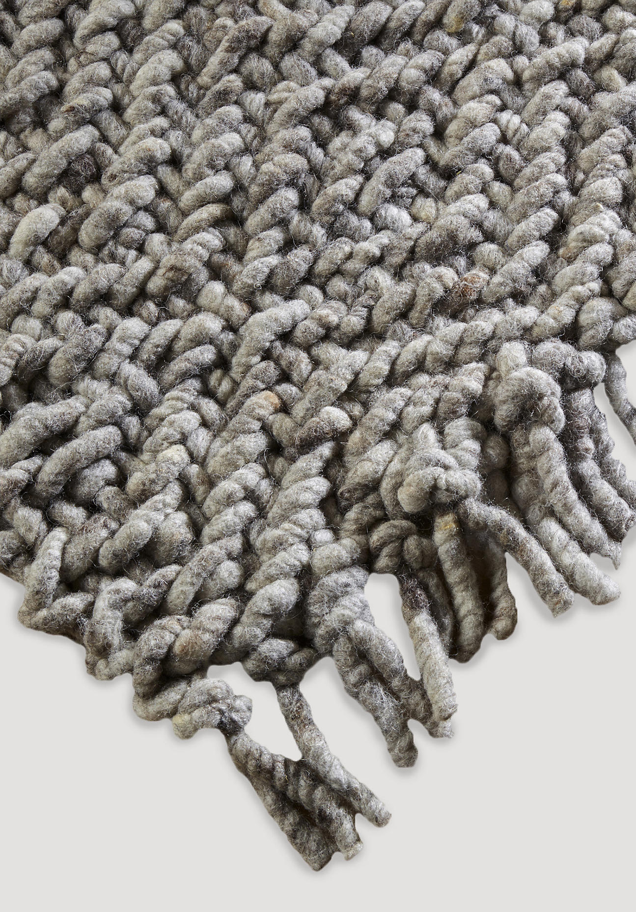 hessnatur Strukturteppich aus Schurwolle – grau – Größe 70x140 cm
