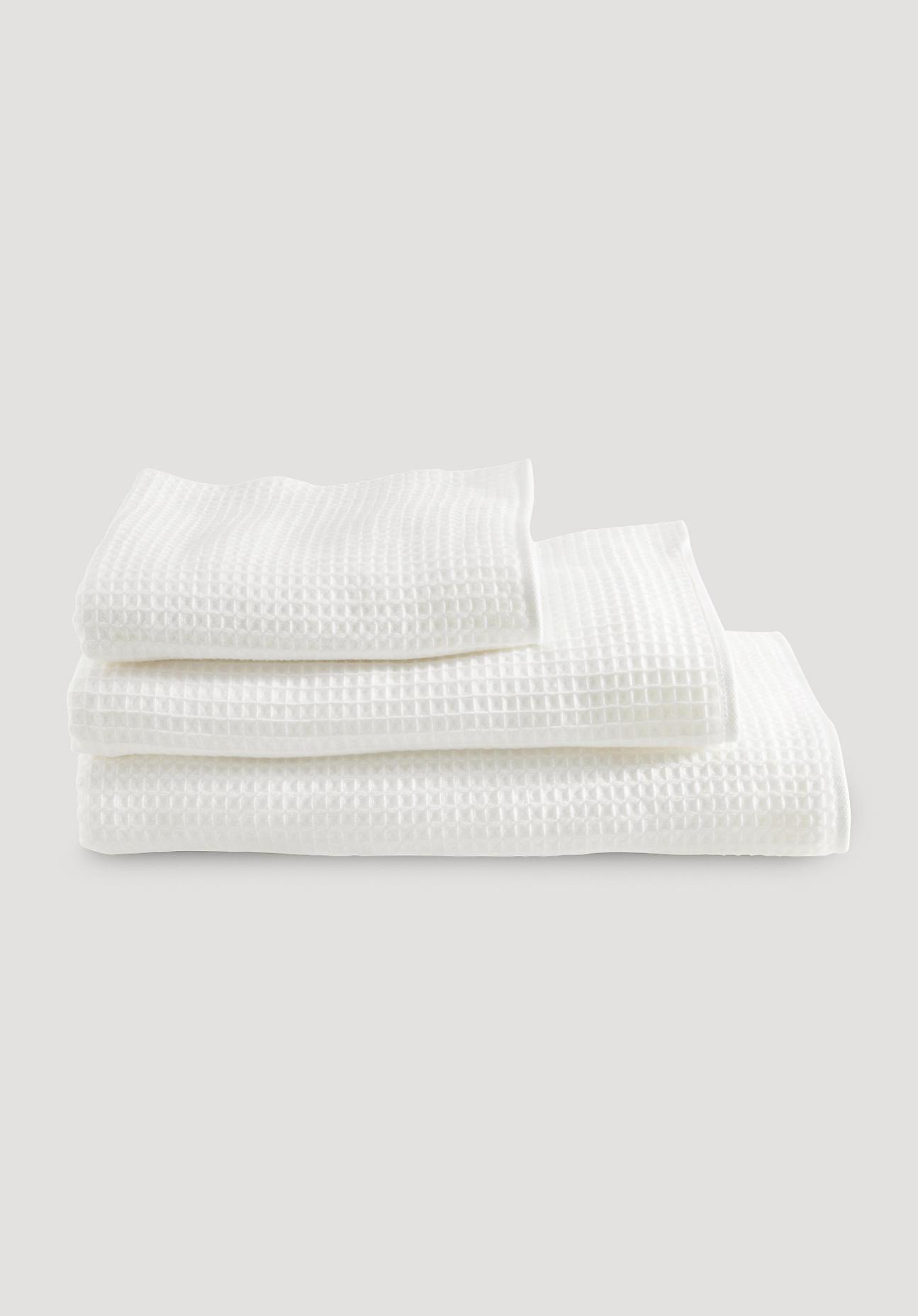 hessnatur Waffelpiqué-Tuch aus Bio-Baumwolle – weiß – Größe 30x50 cm