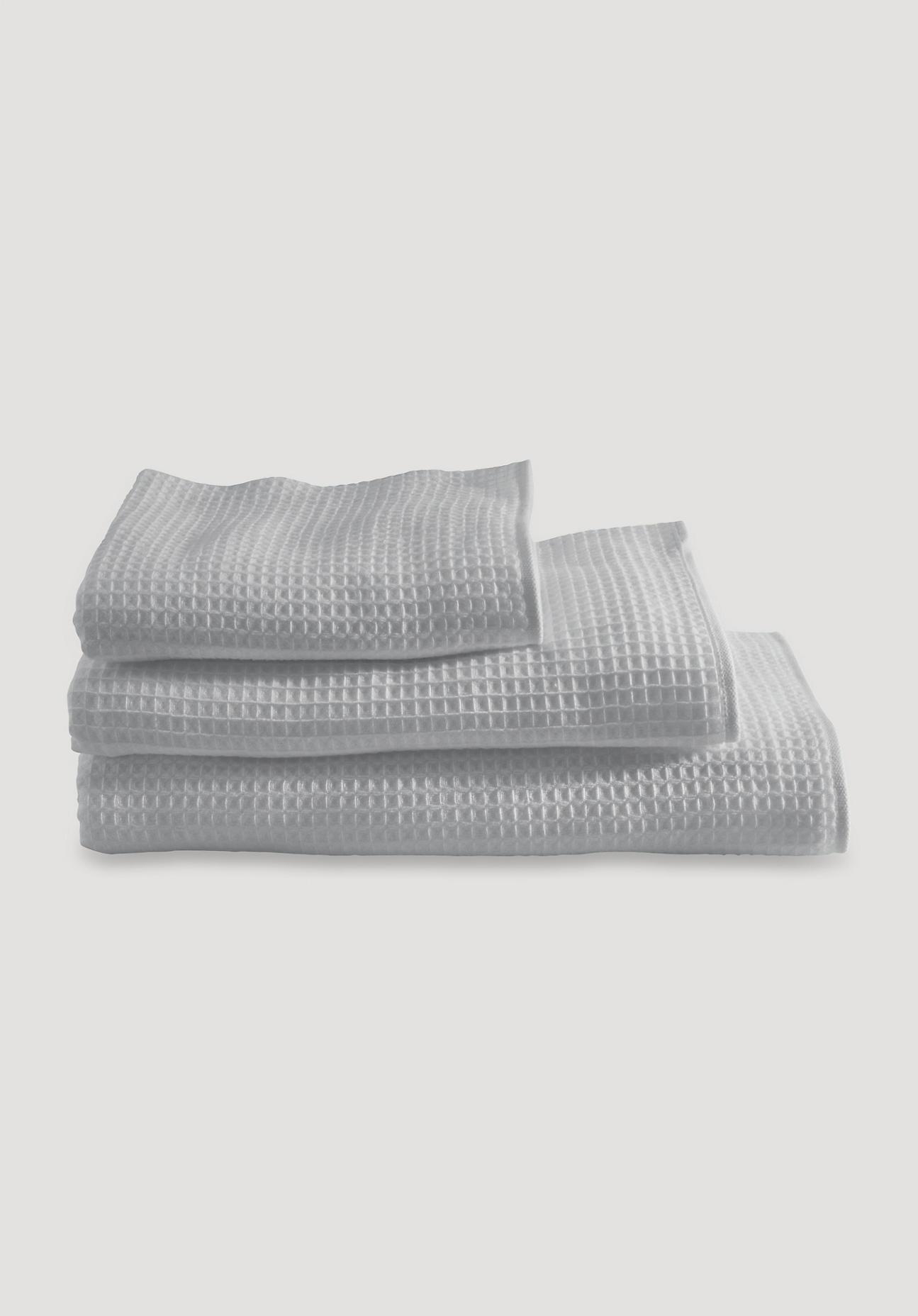 hessnatur Waffelpiqué-Tuch aus Bio-Baumwolle – grau – Größe 30x50 cm