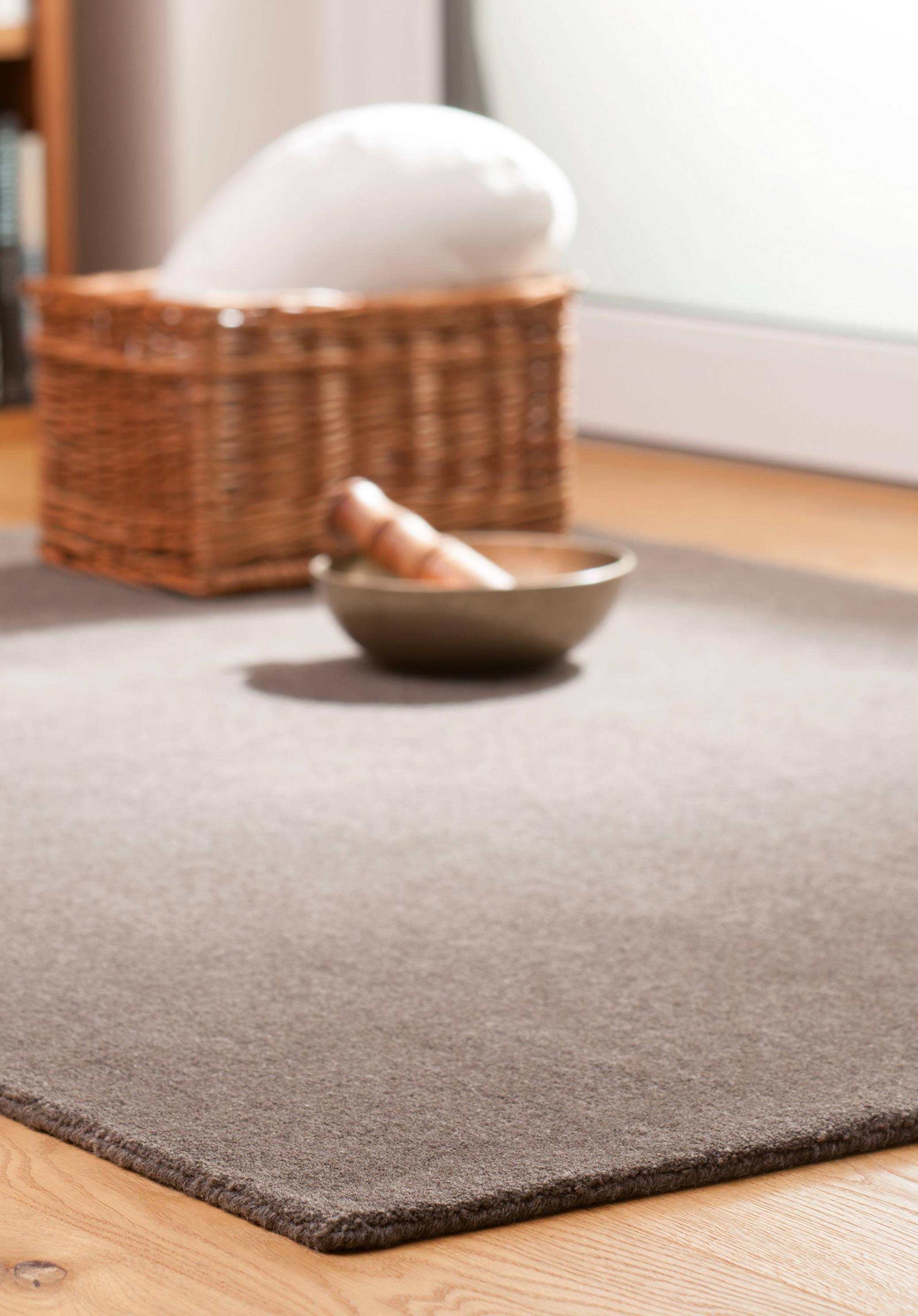 kologische teppiche aus schurwolle f r das wohnzimmer hessnatur schweiz. Black Bedroom Furniture Sets. Home Design Ideas