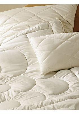 kissen und kopfkissen mit bio f llung hessnatur deutschland. Black Bedroom Furniture Sets. Home Design Ideas