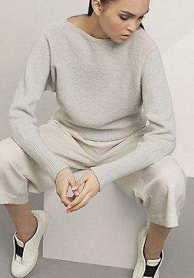 - Pullover aus reiner Schurwolle