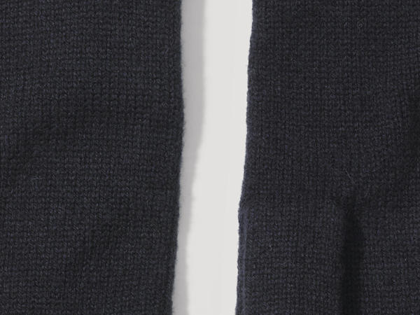 Finger gloves made of virgin wool with cashmere