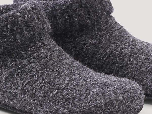 Hausschuhe aus reiner Schurwolle