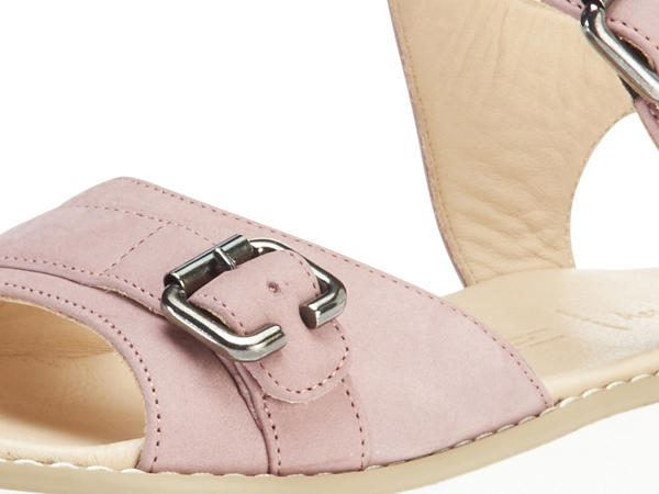 Sandals made of chrome-free tanned leather