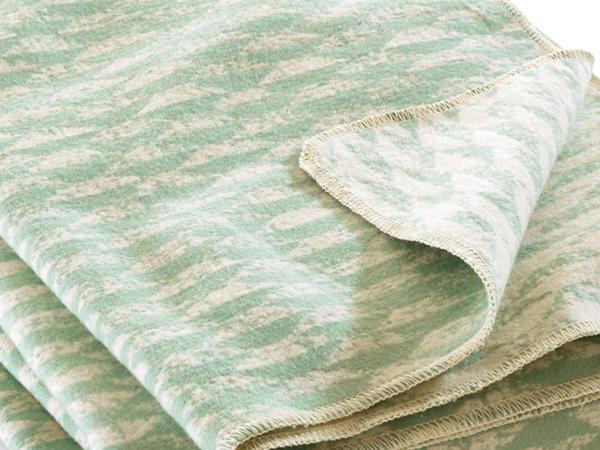 Velours-Decke Letia aus reiner Bio-Baumwolle