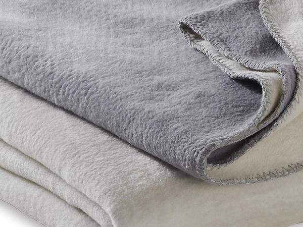 Velours-Decke Morgennebel in Maxi-Größe