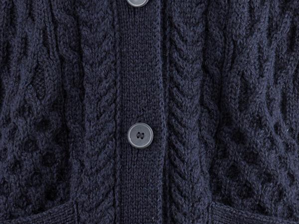 Zopf-Strickjacke aus reiner Schurwolle