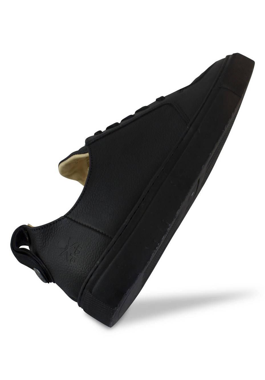 Argan Low / Black Leather Black Sole