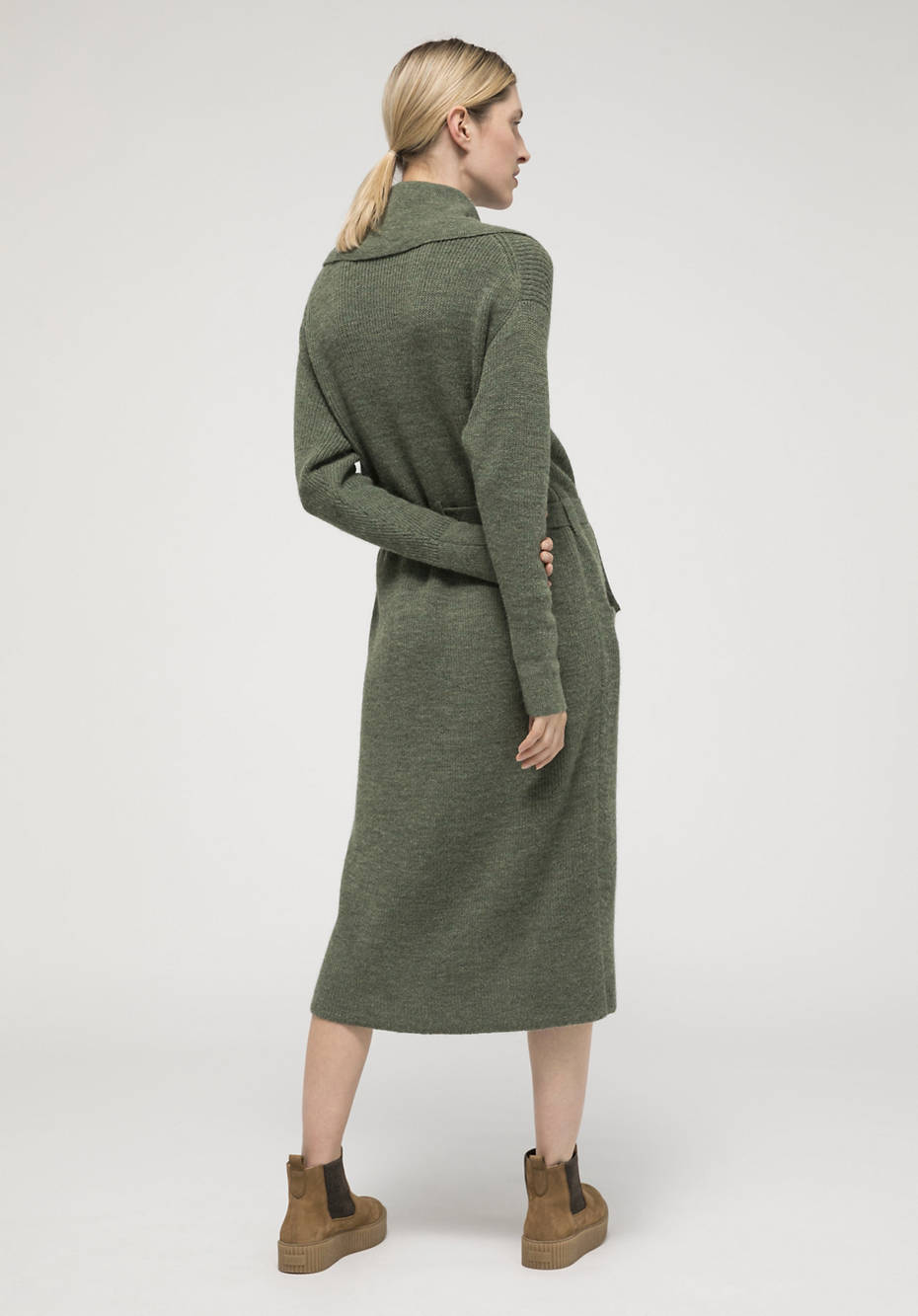 Bed recycling knitted coat made from pure alpaca