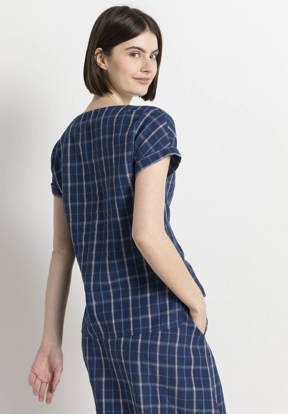 Blouse shirt made of linen with organic cotton