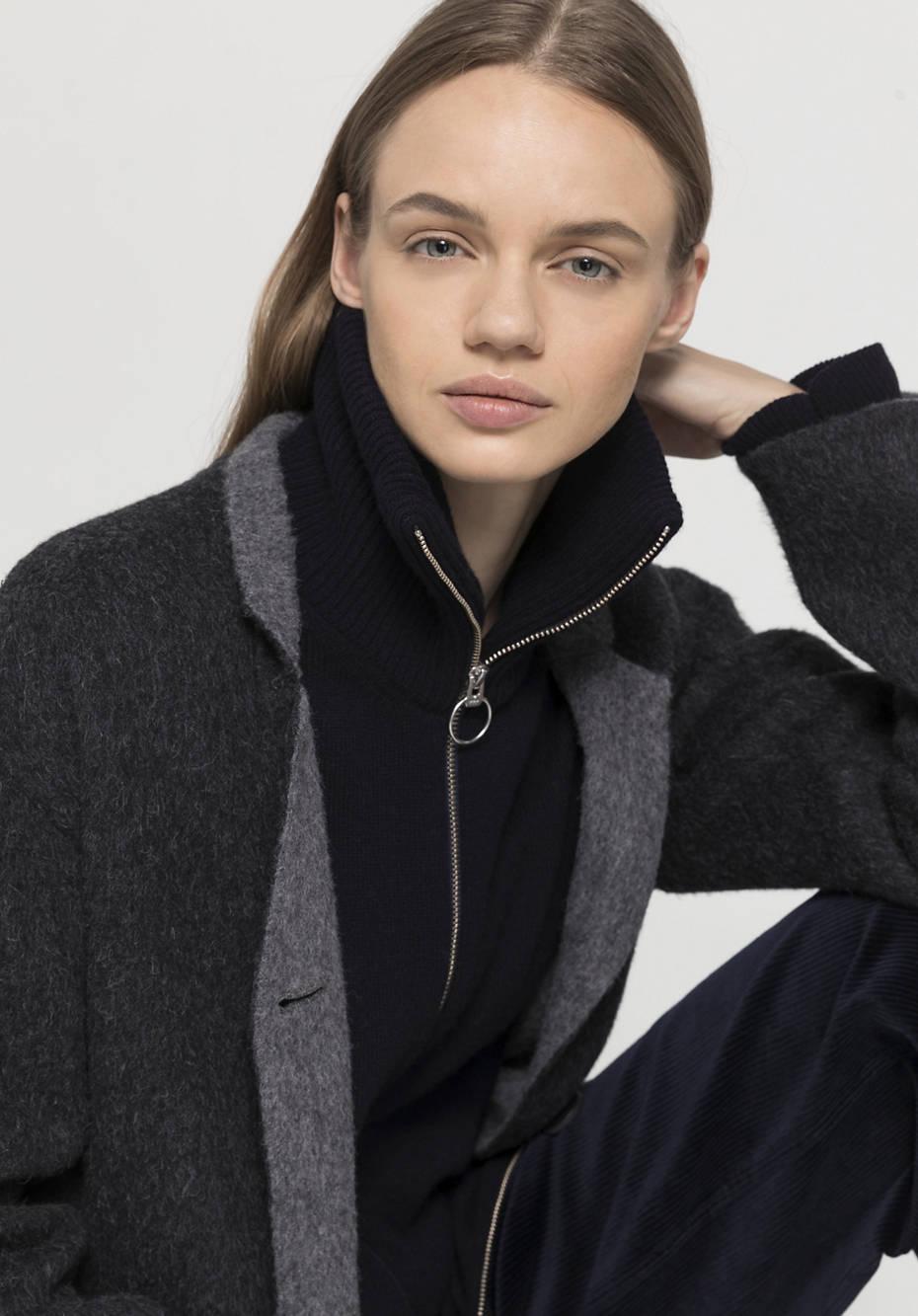 Coat made of alpaca with virgin wool