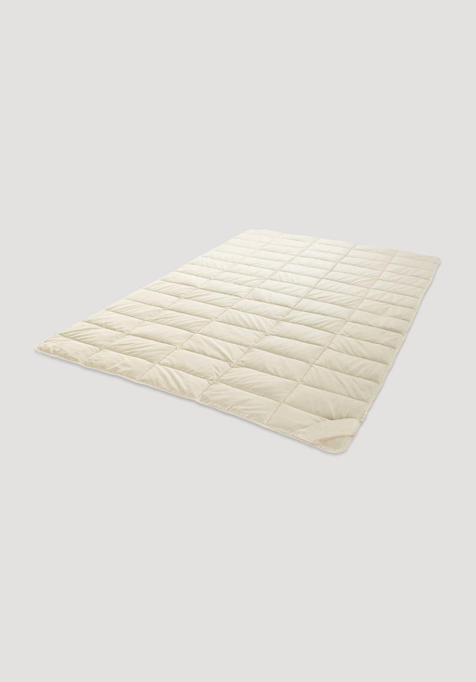 Lightweight summer blanket made of linen with organic cotton