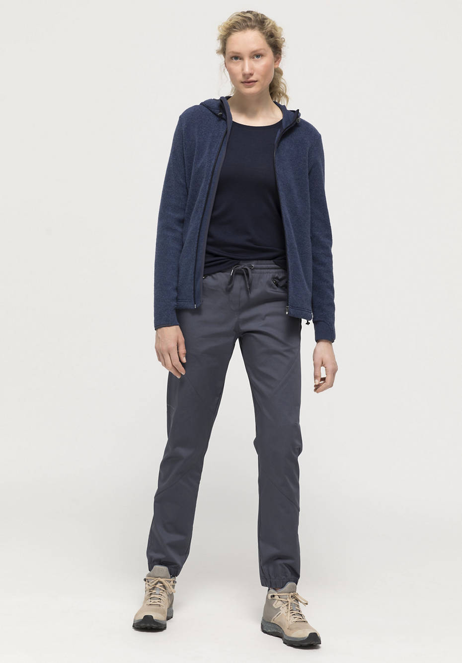 Outdoor jogging pants made of organic cotton