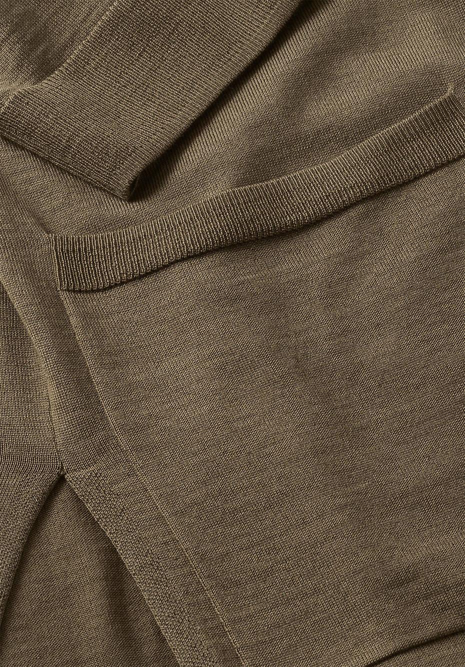 Pflanzengefärbte Strickjacke aus reiner Merinowolle