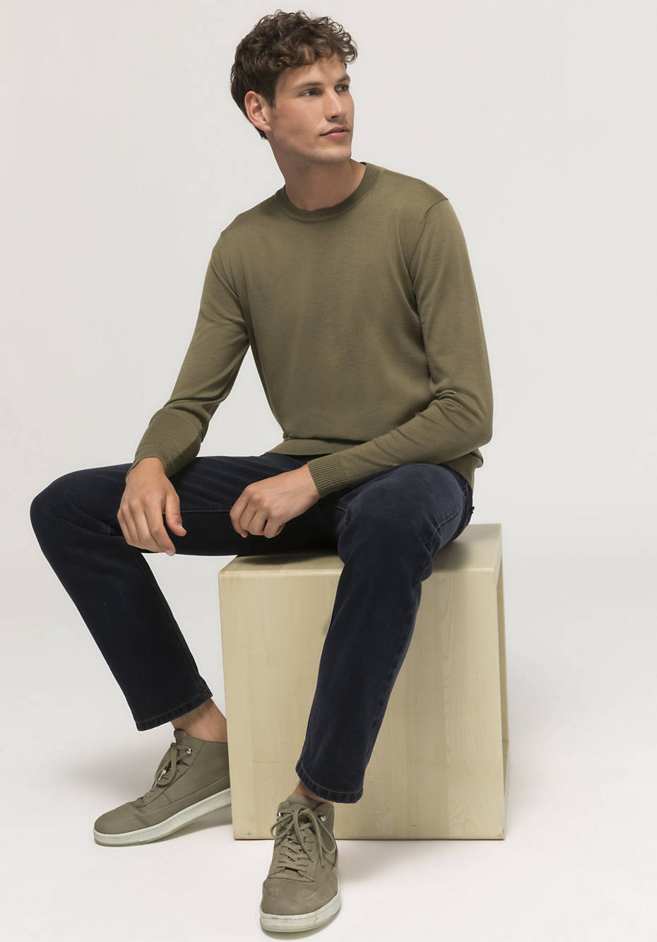 Plant-dyed sweater made of pure merino wool