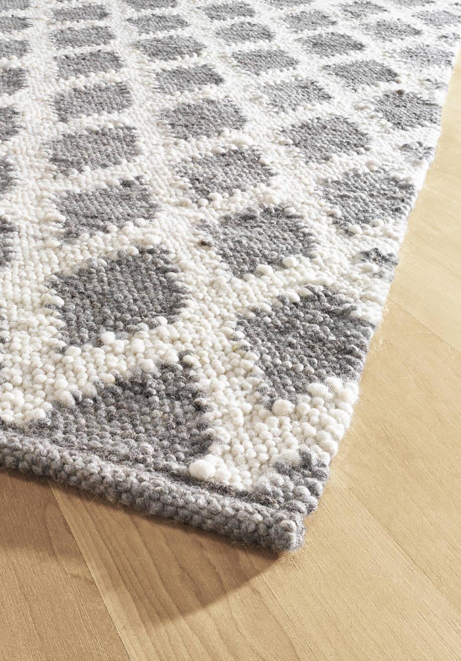 Rautenmuster-Webteppich aus reiner Schurwolle