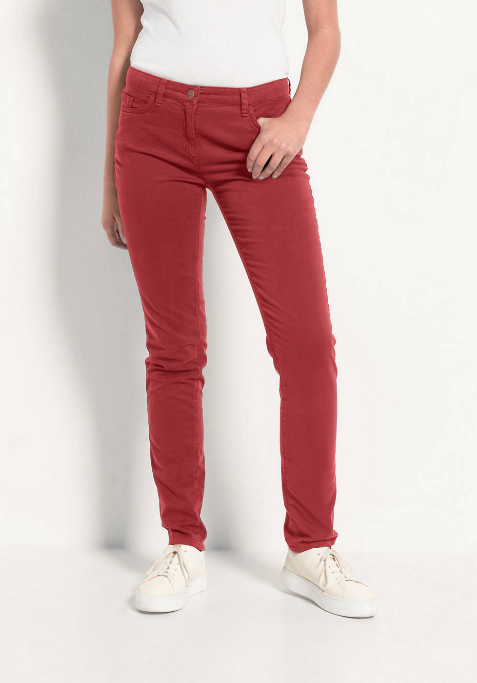 Slim fit trousers made of organic cotton