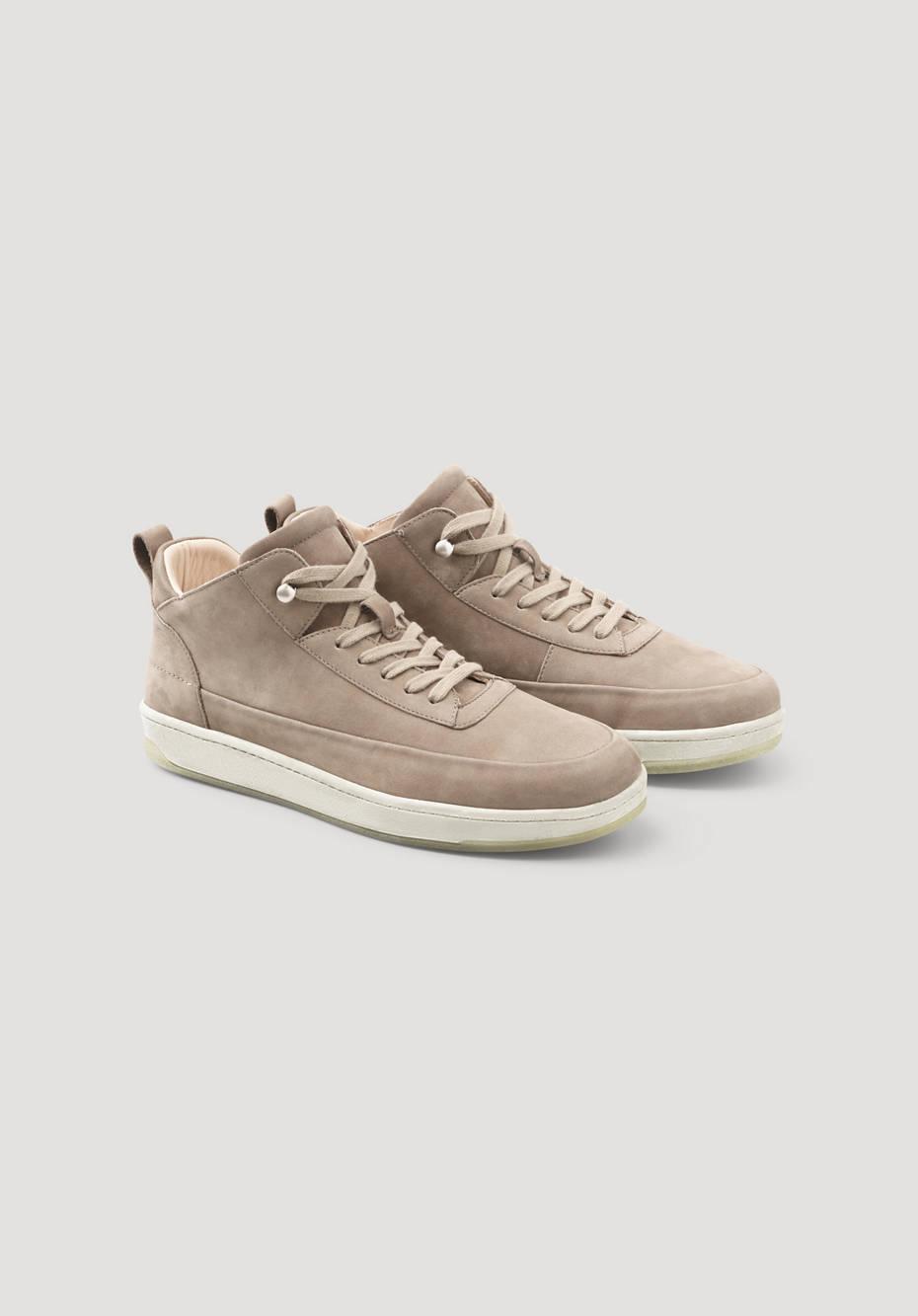 Sneaker with algae sole