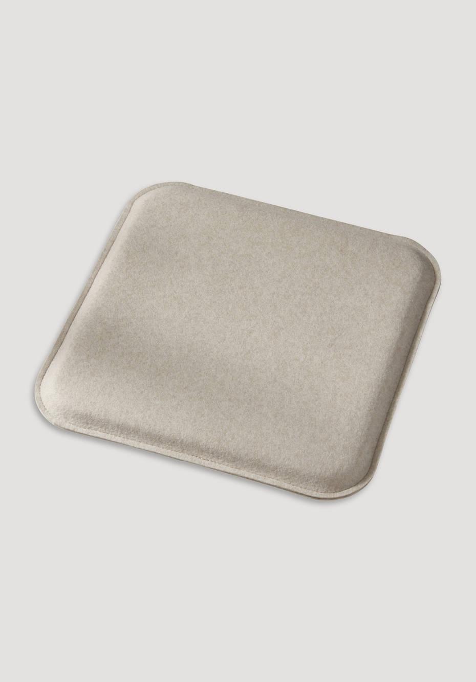 Square felt cushions made of virgin wool