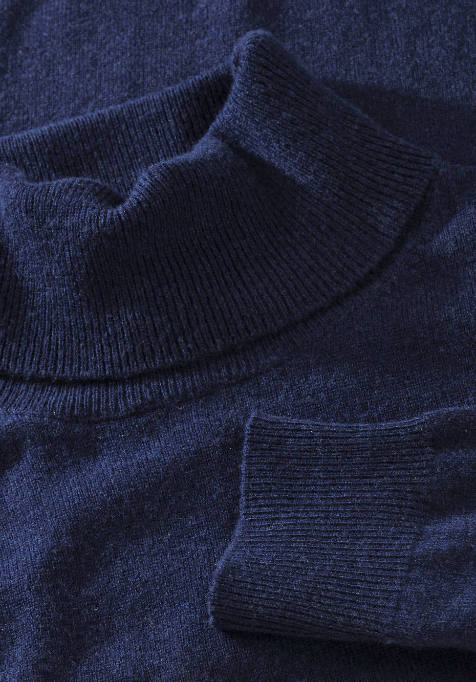 Turtleneck sweater made of organic new wool with cashmere