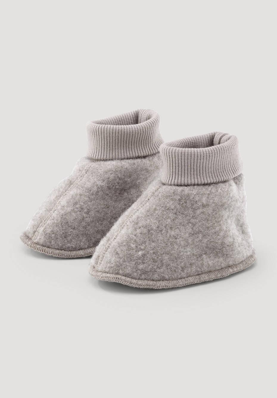 Wool fleece shoes made from pure organic merino wool