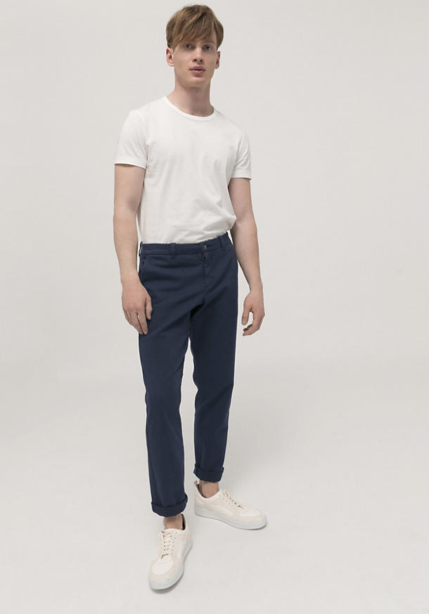 Basic fit chinos made of organic cotton