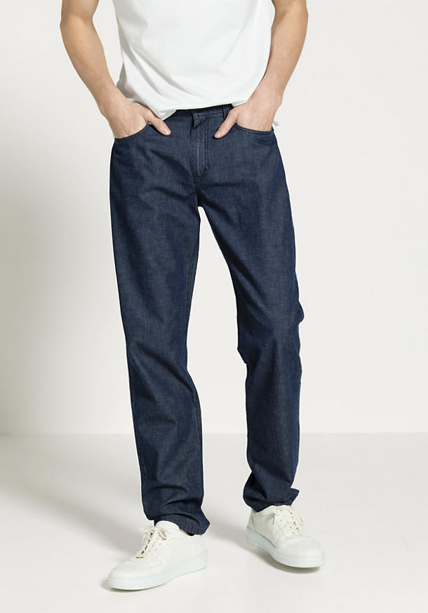 Jeans aus Bio-Denim mit Leinen