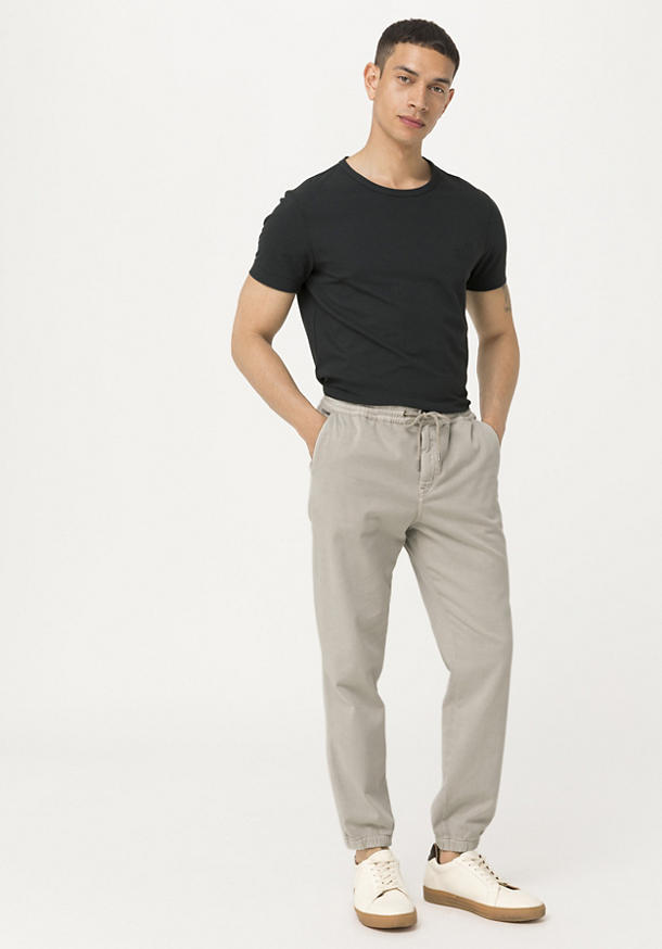 Jogging pants made from mineral-dyed organic cotton