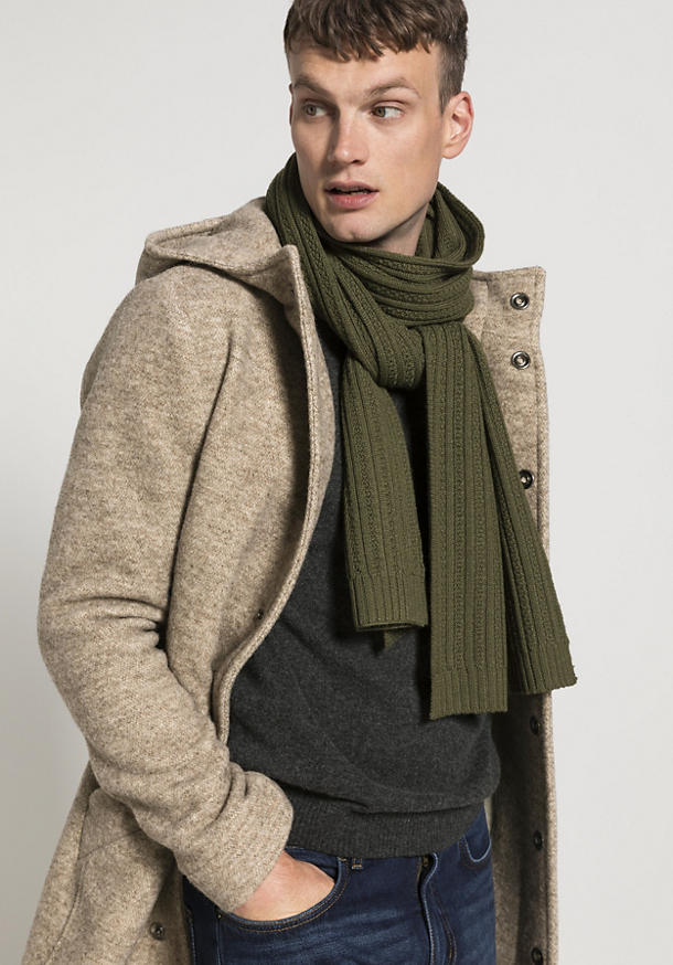 Knitted scarf made of pure organic new wool
