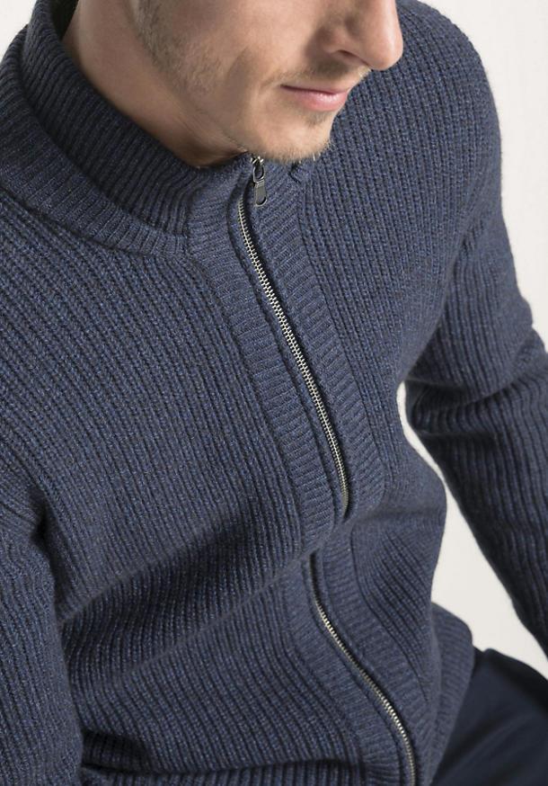 Strickjacke aus Schurwolle mit Yakwolle und Baumwolle