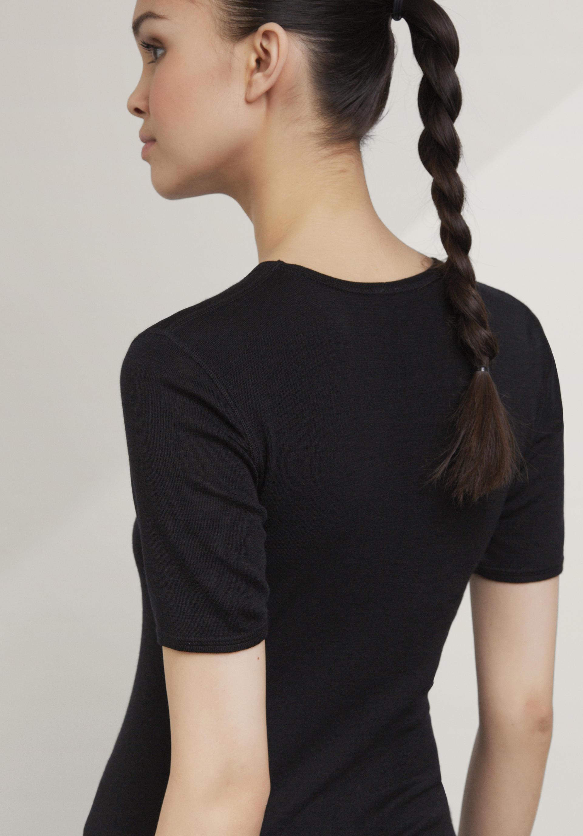 Halbarm-Shirt PureWOOL aus reiner Bio-Merinowolle - hessnatur ...