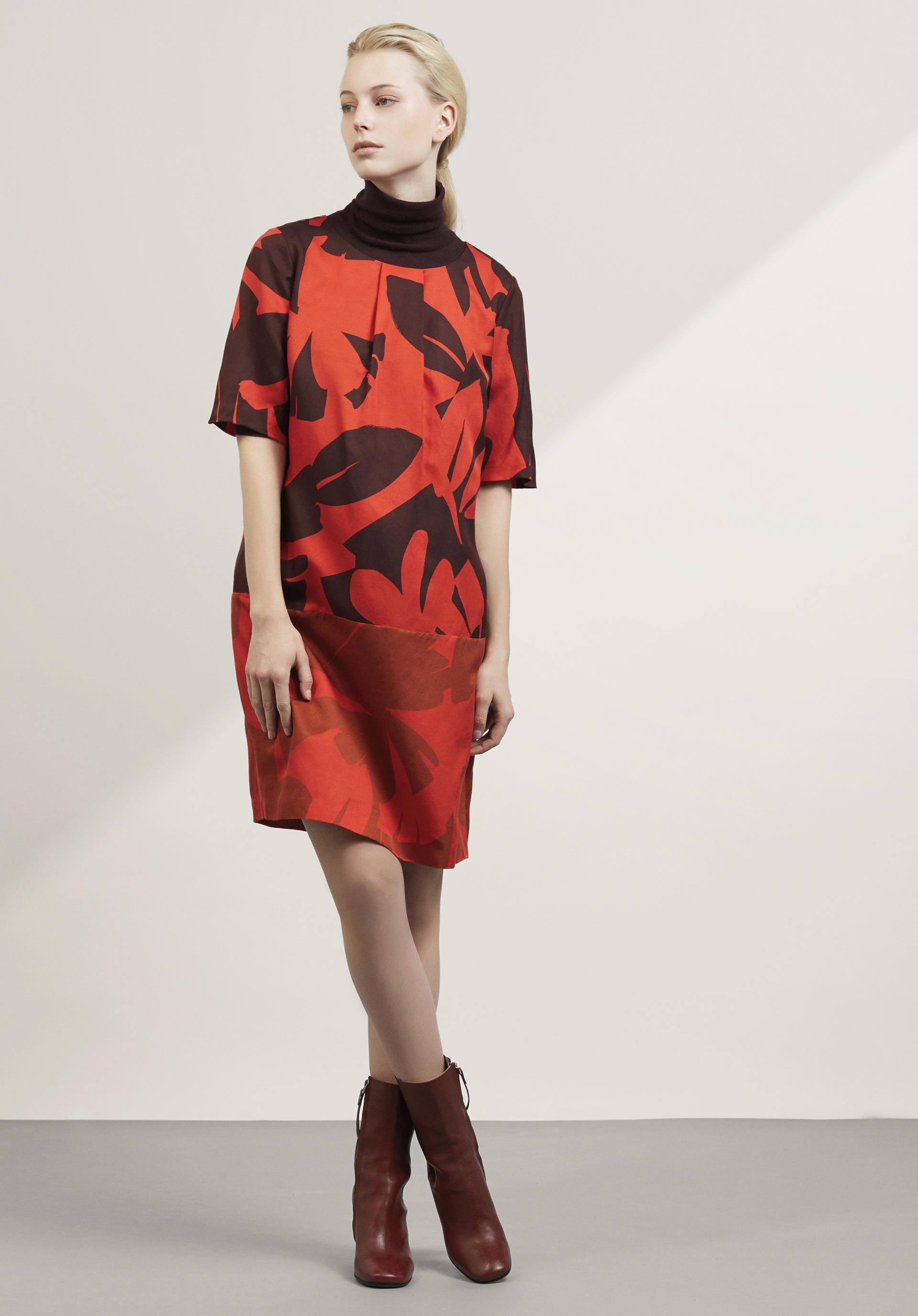 Kleid aus seide bugeln