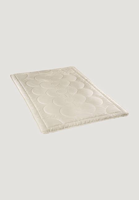 All year round tussah silk blanket