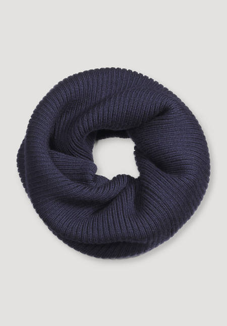 BetteRecycling loop scarf made of pure merino wool