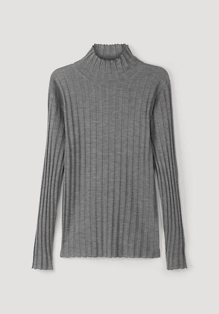 BetteRecycling turtleneck sweater made from pure silk