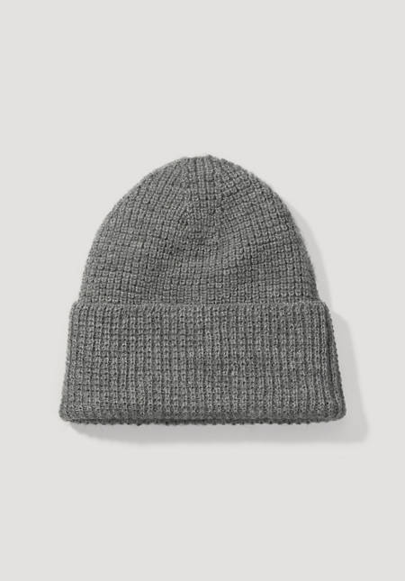 Hat made of organic new wool with alpaca